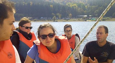 Плаване с ветроходна лодка през октомври на язовир Искър