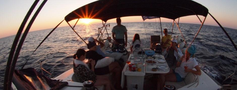 Яхта-екипаж-залез